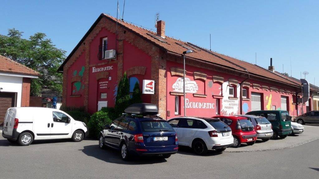 lakování autokaroserií ROLOMATIC KARLAK s.r.o., Olomouc